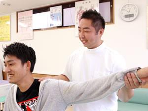 埼玉県 所沢市 小手指町のおおば整骨院・整体院の肩こり治療の様子